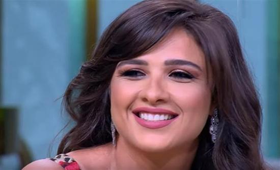 شاهد : بـ مايوه موف .. ياسمين عبد العزيز تظهر بإطلالة مثيرة