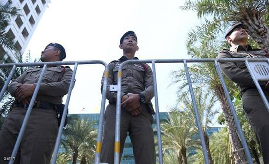 قاض يطلق النار على نفسه في قاعة المحكمة في تايلند