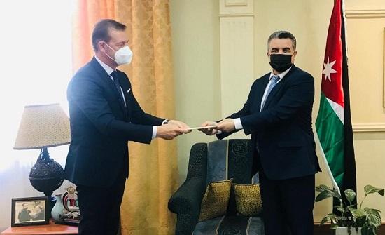 الخارجية تتسلم نسخة من أوراق اعتماد السفير الفيتنامي