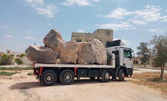 ضبط شاحنة محملة البازلت المستخرج بطريقة مخالفة في الهاشمية