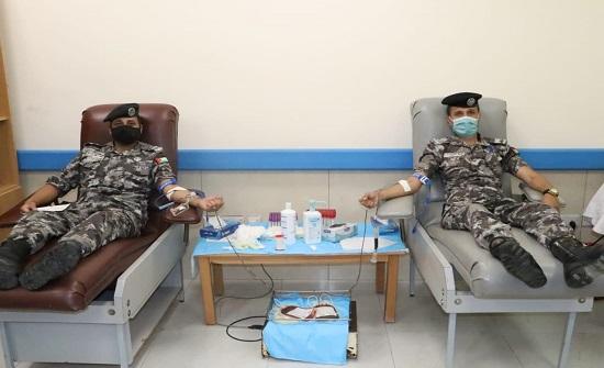 درك مؤاب ينفذ حملة للتبرع بالدم لصالح مستشفى غور الصافي
