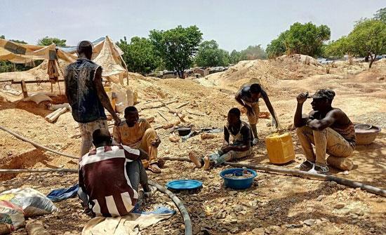 مصرع 11 عاملا بانهيار منجم للذهب في بوركينا فاسو
