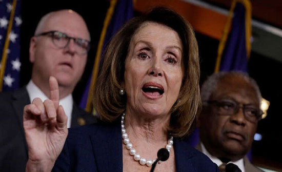 """ترمب: نانسي بيلوسي """"عصبية"""" تكره الولايات المتحدة"""