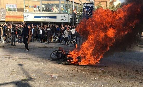 بالفيديو : قتيلان و4 جرحى في احتجاجات مدينة بومهن بمحافظة طهران