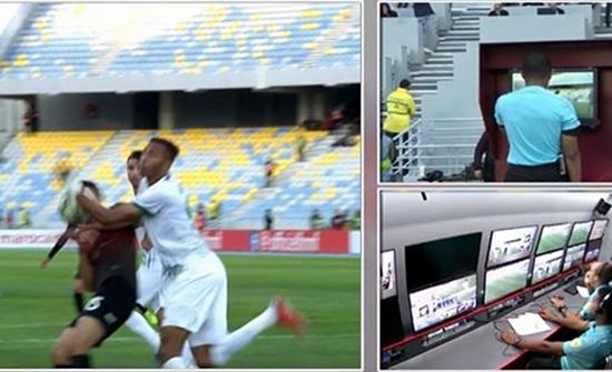 """شاهد : تقنية الـVAR"""" تحسم المتأهل لنهائي كأس العرش بالمغرب"""