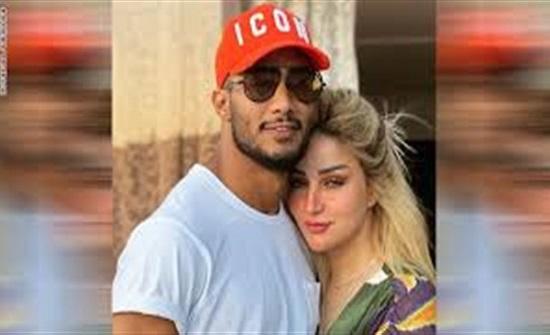 حلال شرعا .. مشاهير تعرضوا للهجوم بسبب قبلات أزواجهم