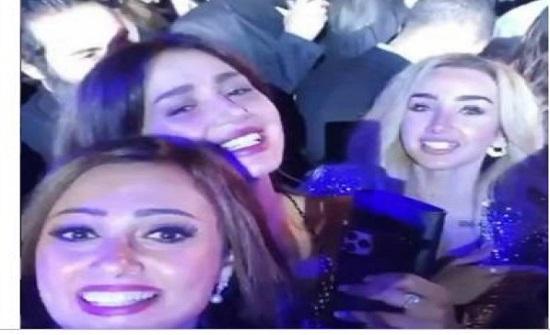 شاهد: بشرى وحلا شيحة وهنا الزاهد يرقصن في حفل عمرو دياب