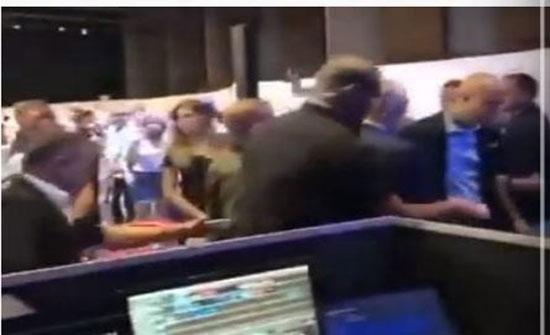 شاهد : لحظة هروب نتنياهو من القاء كلمته بعد اطلاق صواريخ نحو عسقلان اثناء وجوده فيها..تفاصيل