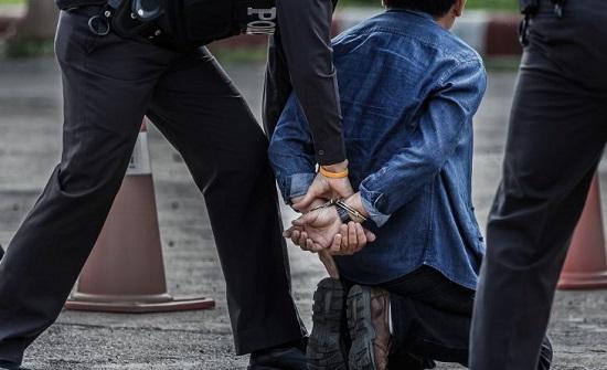 الشرطة الإيطالية تقبض على رجل ينتحل صفة عراف ويحتال على مسنين