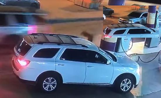 شاهد: مراهقون يسرقون محل تموينات ويهربون من محطة وقود بالرياض