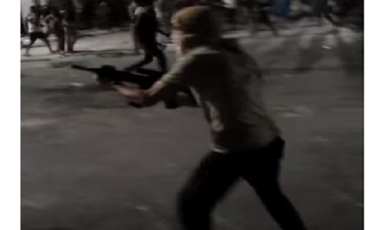 بالصور : شاب في الرمثا يطلق النار على الدرك