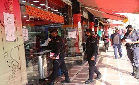 تحرير 1097 مخالفة فردية لأوامر الدفاع وإغلاق ومخالفة 139 منشأة ومحل تجاري