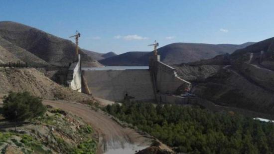 رئيس بلدية ذيبان يطالب بمحاسبة المقصرين بتلوث سد الواله