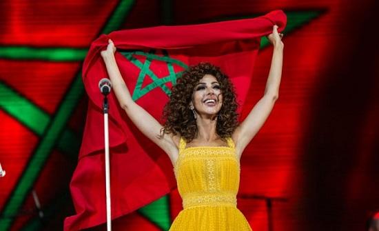 """ميريام فارس تشارك فتاة مغربية الرقص على مسرح """"موازين"""" (صور وفيديو)"""