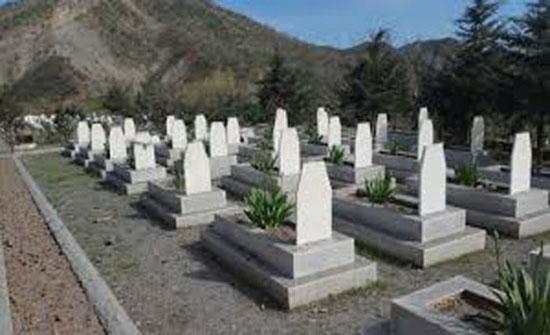 لم تدفن جثتي زوجها وابنتها لمدة عامين.. السبب صادم!