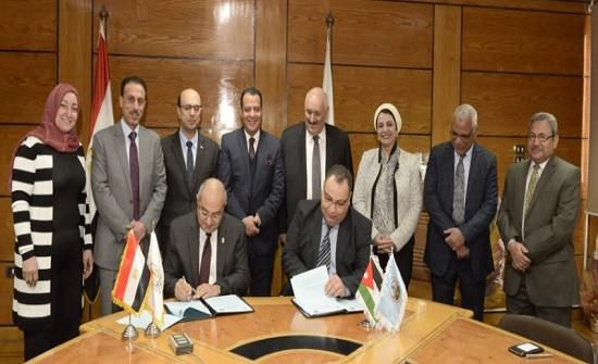 توقيع مذكرات تفاهم أكاديمية بين جامعة الزرقاء وجامعة أسيوط