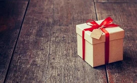 هدية مجهولة تكشف خيانة رجل لزوجته في  لندن