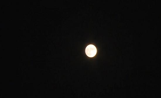 قمر الحصادين يضيء سماء الأردن