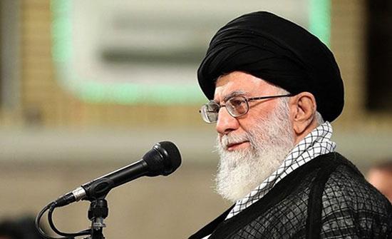 خامنئي يعلّق على الاحتجاجات بإيران ويؤيد رفع أسعار الوقود