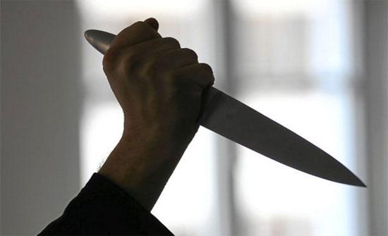 شخص يقتل زوجة ابيه ويصيب والده بجراح خطيرة في البادية الوسطى