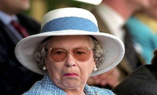 ذعر في بريطانيا بعد إعلان سلاح البحرية وفاة الملكة إليزابيث