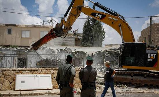 جرافات الاحتلال تهدم منزلا شمال القدس
