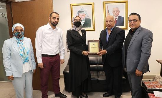 """مباحثات بين """"عمان العربية"""" والملحقية الثقافية لدولة فلسطين"""