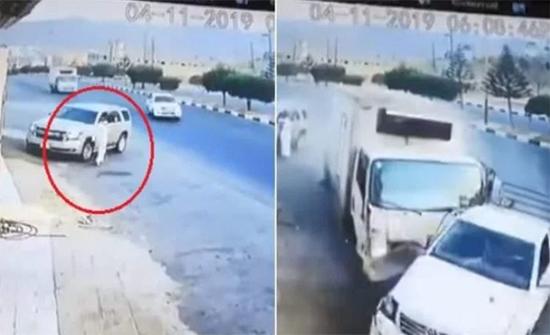 شاهد: اصطدام قوي ونجاة رجل من الموت بأعجوبة في السعودية