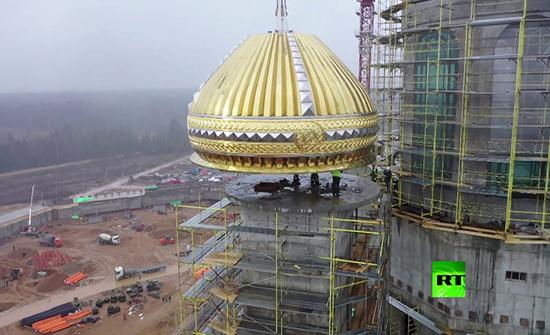 شاهد : عملية وضع قبة على الكنيسة الرئيسية للقوات المسلحة الروسية