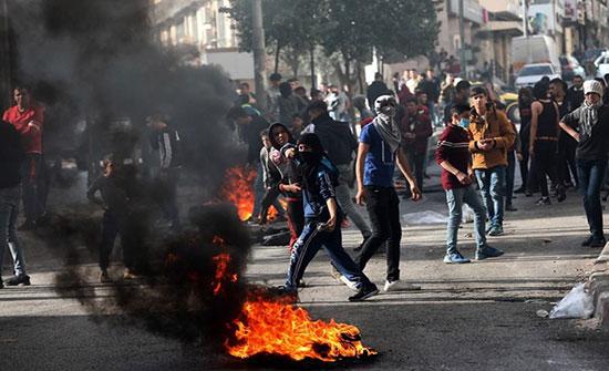 بالفيديو : مواجهات عنيفة مع الاحتلال بالضفة عقب استشهاد أبو دياك