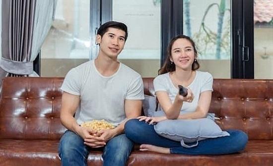 مشاهدة الأفلام الرومانسية مع الشريك تقلص فرص الطلاق