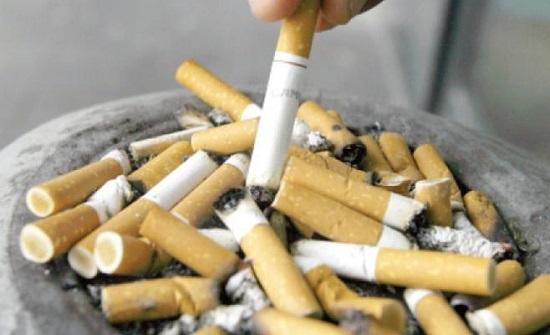 اطفال يدخنون في الشارع العام ويبيعون السجائر بلا ضوابط