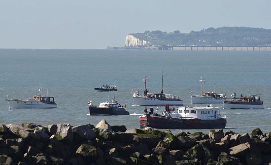 بريطانيا: 430 مهاجرا غير شرعي عبروا القنال الإنجليزي في حصيلة يومية قياسية