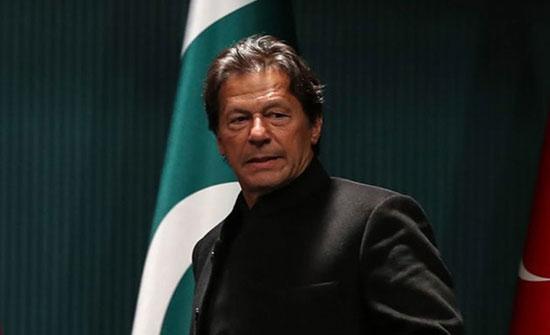 عمران خان يحذر من تداعيات تحركات الهند في كشمير