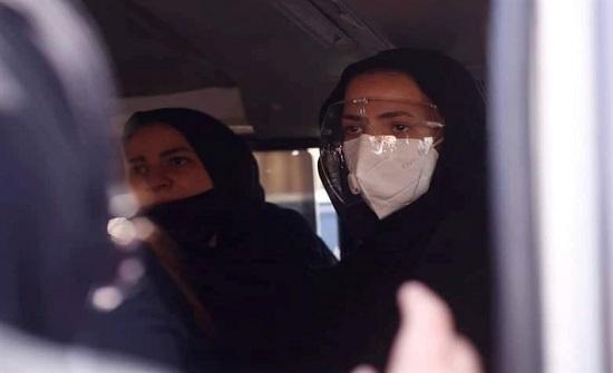 دنيا سمير غانم تجهش بـ البكاء أمام قبر والدها.. فيديو