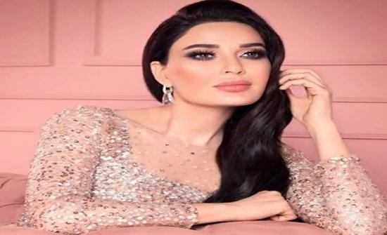"""مي العيدان تسخر من فستان سيرين عبد النور: """"متاكده مو شاريته من لانجري""""!"""