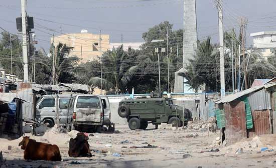 رئيس الصومال السابق يعلن عن تعرض مقره لهجوم من قبل عسكريين ويحمل خليفته المسؤولية