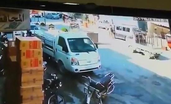 بالفيديو : لحظة انفجار سيارة مفخخة في مدينة سورية ومقتل 18 شخصا من المدنيين