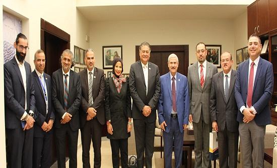 وفد أكاديمي من كلية أبو ظبي للإدارة يزور جامعة الأميرة سمية