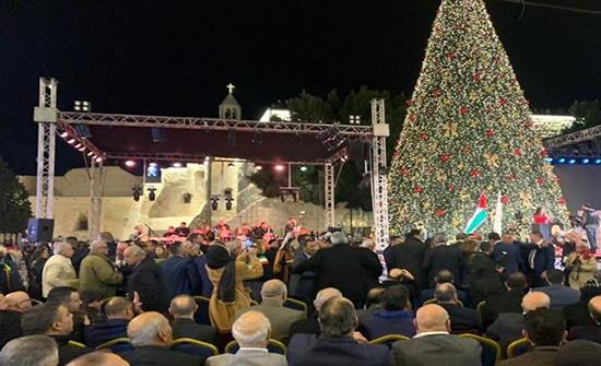 بالفيديو : إضاءة شجرة عيد الميلاد في بيت لحم