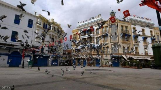 تونس تتراجع عن تشديد حظر التجول رغم ارتفاع وفيات كورونا