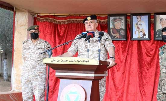 رئيس هيئة الأركان يشارك مرتبات كتيبة الملك فيصل الثاني طعام الإفطار