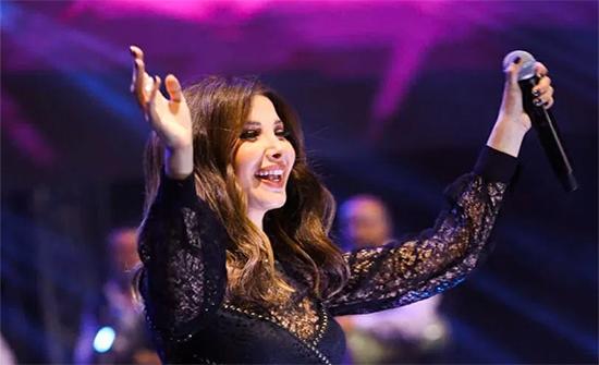 صور : نانسي عجرم تتألق بأضخم الحفلات في  مدينة جمصة المصرية