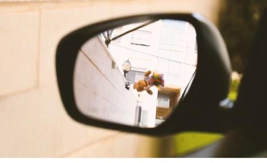 فيديو :  انتبه لوجود اطفالك حين التحرك بسيارتك من كراج المنزل