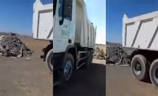 شاهد: مواطن سعودي يوثق شاحنة بشعار النقل تفرغ نفاياتها في حي سكني بتبوك