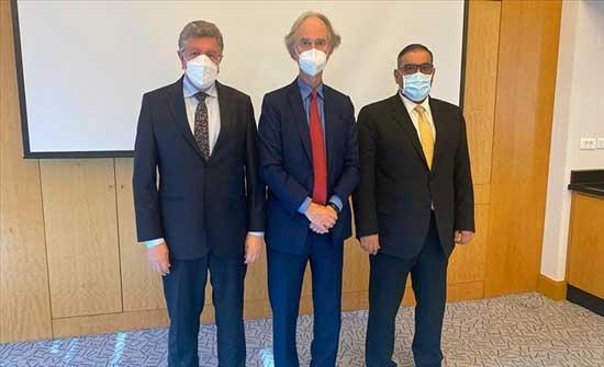 إسطنبول.. المبعوث الأممي بيدرسون يلتقي قادة المعارضة السورية