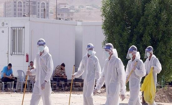 70 عامل وطن في مركز عزل البحر الميت يحافظون على النَّظافة بملابس خاصة