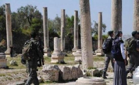 مستوطنون متطرفون يقتحمون الموقع الأثري شمالي نابلس