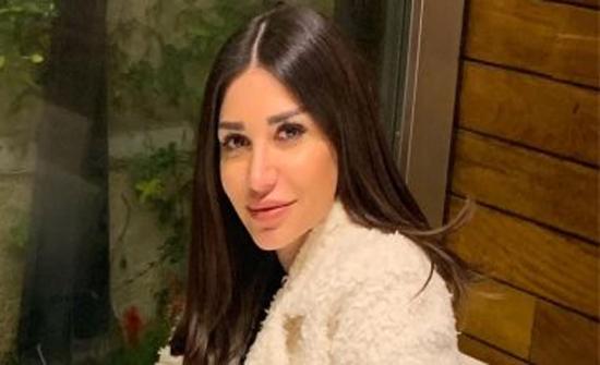 شاهد : سارة نخلة بـ بنطلون جلد أحمر يبرز أنوثتها