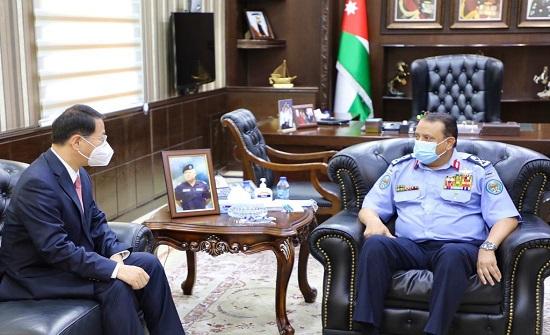 مدير الأمن العام يلتقي السفير الصيني